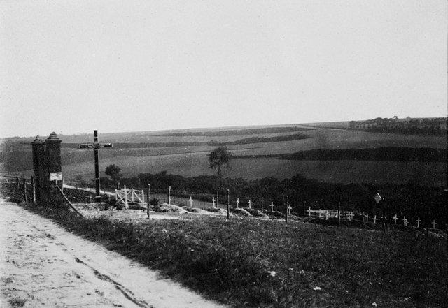 Vergeten Belgische Begraafplaats Neuville